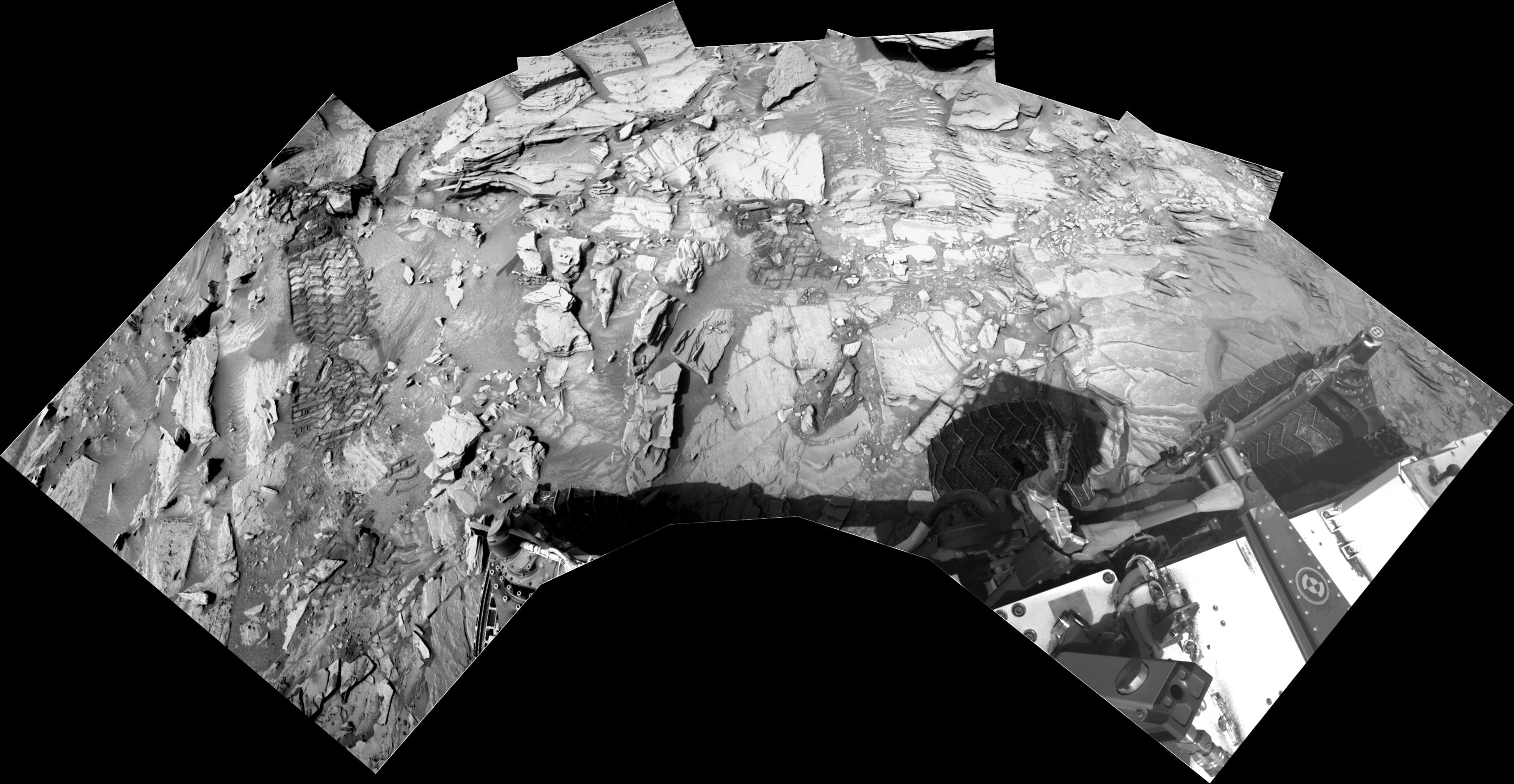 panoramic curiosity rover view b&w 1 - sol 1344 - was life on mars