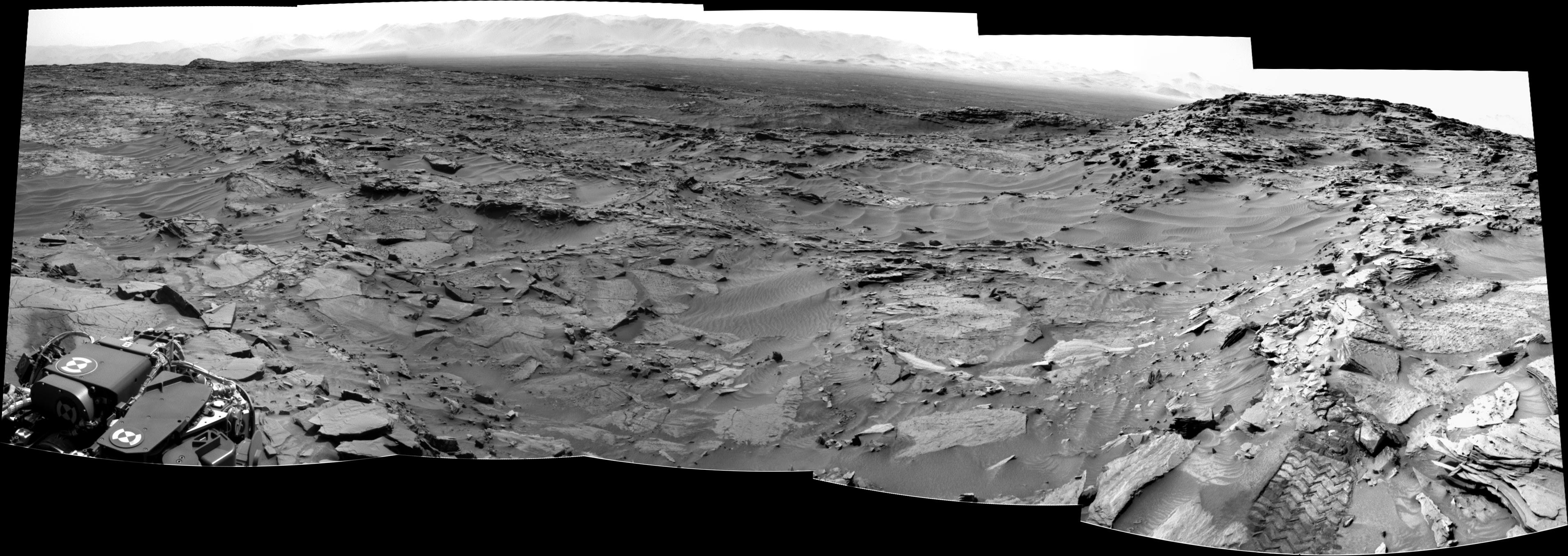 panoramic curiosity rover view b&w 2 - sol 1344 - was life on mars