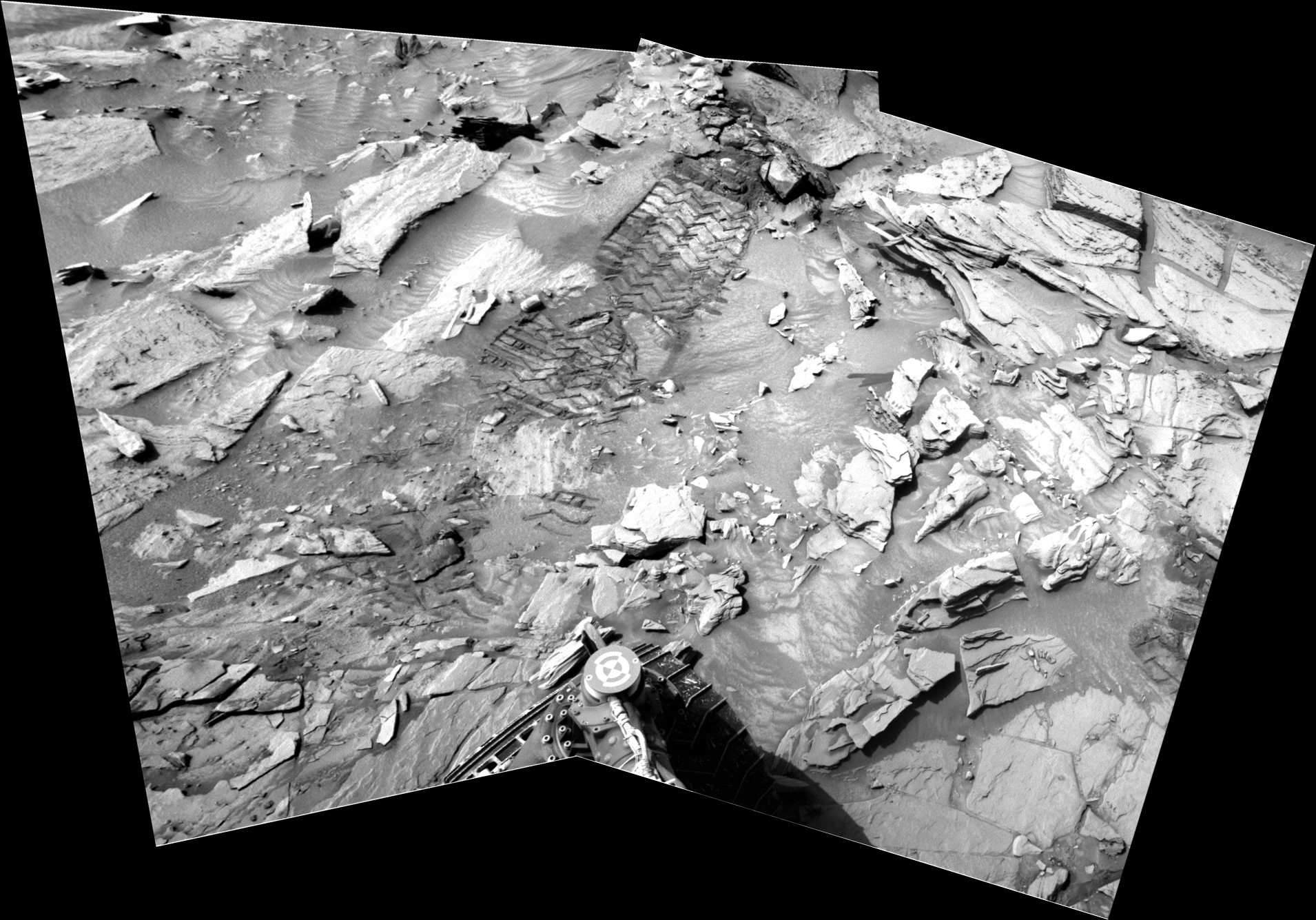 panoramic curiosity rover view b&w 4 - sol 1344 - was life on mars