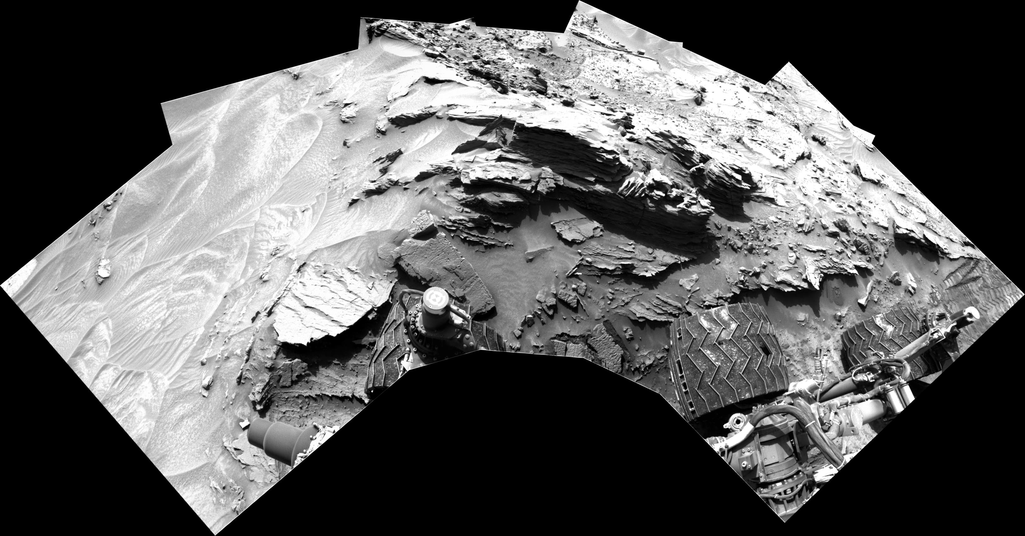 panoramic curiosity rover view b&w 2 - sol 1352 - was life on mars